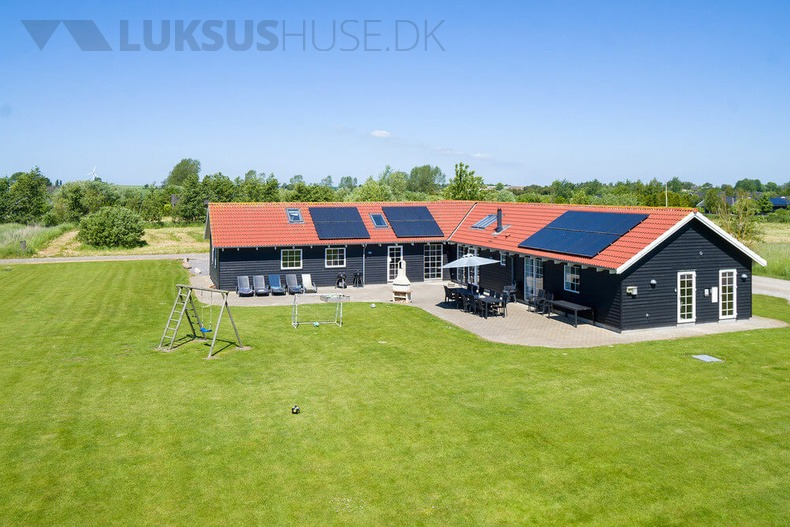 Luxusferienhaus mit Pool in Marielyst