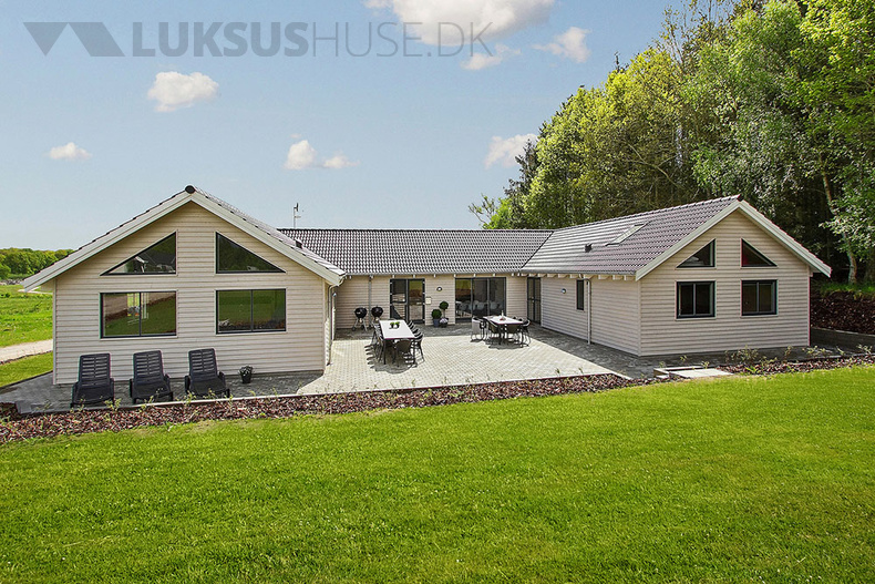 Luxusferienhaus mit Pool in Fjellerup