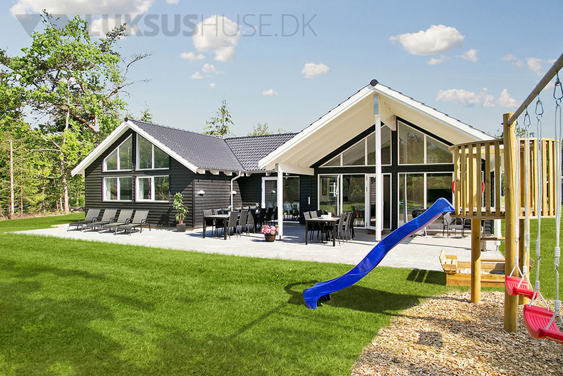 Luxusferienhaus mit Pool in Asserbo