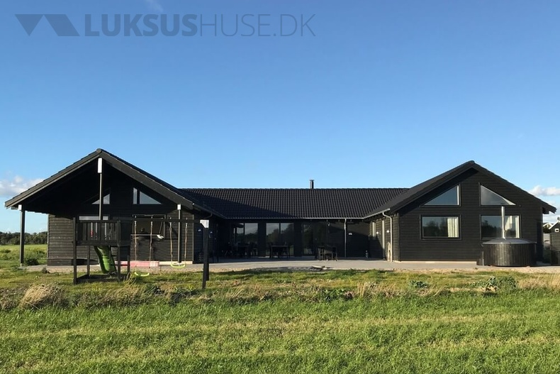 Luxusferienhaus mit Pool in Rabylille strand