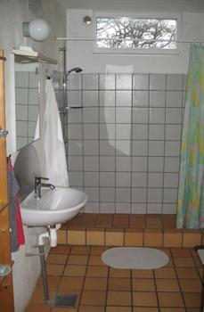 Badezimmer mit Fußbodenheizung.