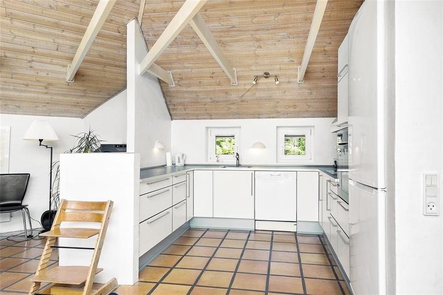 Neue, gleichmäßige Küchen in beiden Häusern.