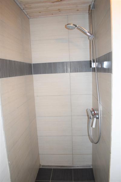 Duschkabine am Poolraum