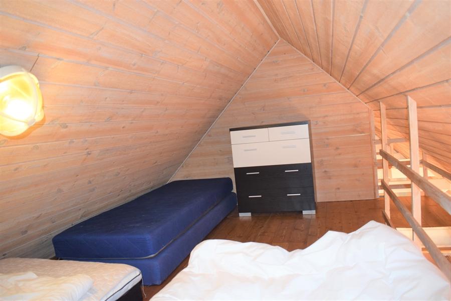 Das andere Ende des Schlafzimmers auf dem Dachboden