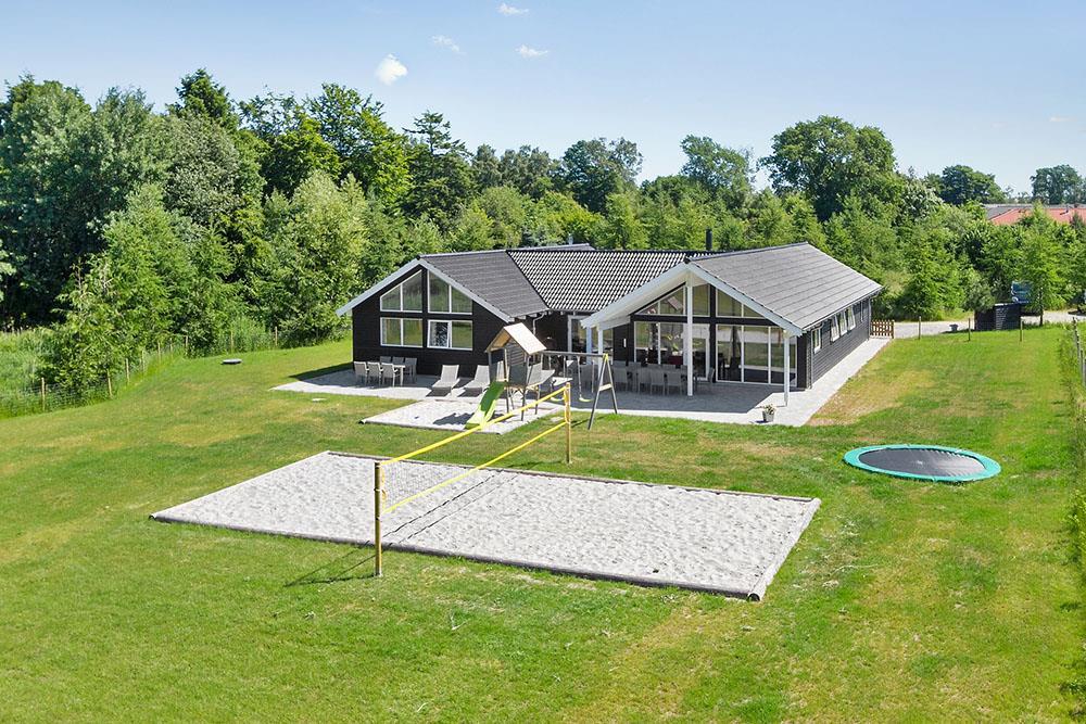 Luxusferienhaus mit Pool in Fjellerup