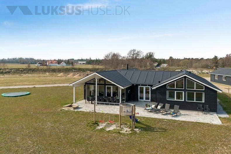 Luxusferienhaus mit Pool in Albäk